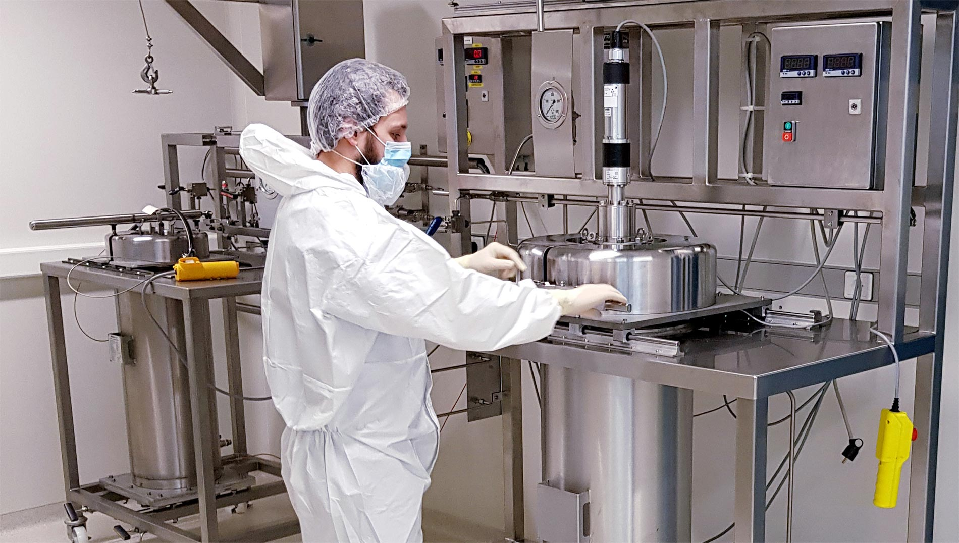 Supercritical CO2 extractor laboratory clean room - sfe process